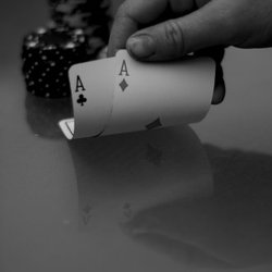 Luck in Poker : Four Hands